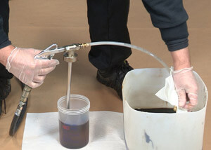 Spray Tool HS demonstration using DINITROL® ML cavity wax 1 Litre Shutz can with the wand